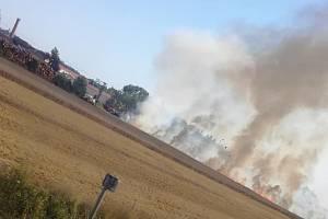Páteční požár na poli poblíž třeboňských Břilic.