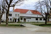 Spolkový dům ve Slavonicích - současný stav a vizualizace přestavby.