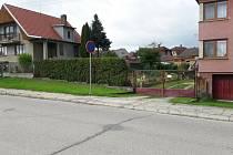 Z nevyužité stavební parcely ve Slavonicích se stala ovocná zahrada u sousední nemovitosti. Po letech byl zjištěn oprávněný majitel.