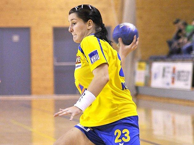 Jindřichohradecká Kateřina Krupicová zaznamenala v duelu proti Zlínu sedm gólů, ale domácí tým v interlize házenkářek prohrál 20:28.