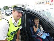 Policisté kontrovali používání autosedaček.