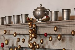 """Instalace """"Splašená vejce"""" letos zdobí zámecké prostory až do 15. dubna."""