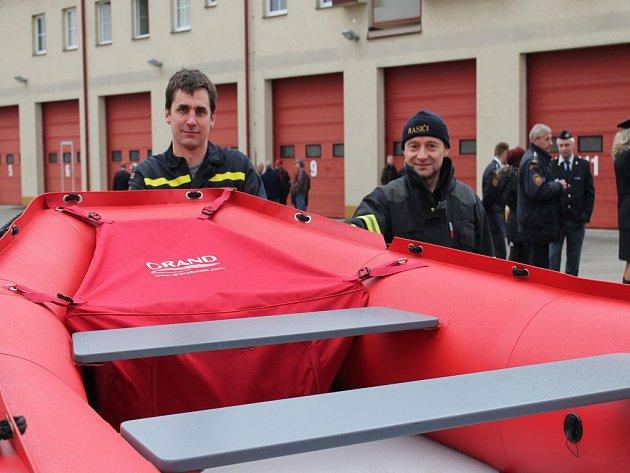 Profesionální hasiči se sešli u příležitosti 45. výročí založení sboru v J. Hradci a 40. výročí profitýmu v Třeboni. Součástí bylo slavnostní předání techniky.