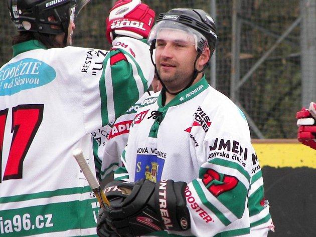 Kouč Nové Včelnice Pavel Vacek mohl být po výhře nad Suchdolem spokojený.