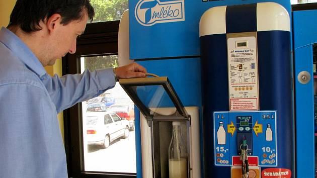 Mléčný automat, který byl ještě loni v JH Marktu v Jindřichově Hradci už teké nefunguje.