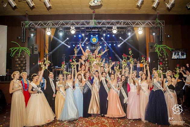 Maturitní ples studentů Střední zdravotnické školy vJindřichově Hradci.