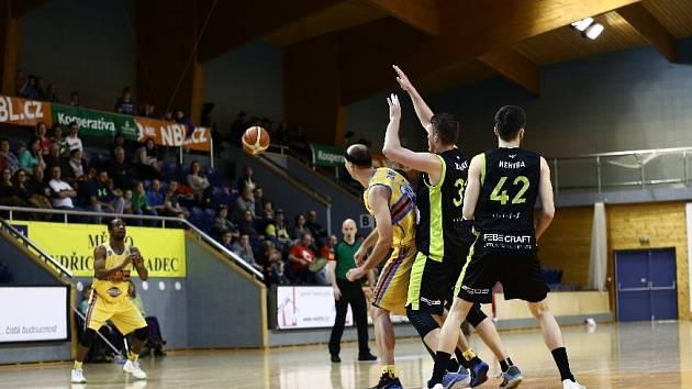 V posledním domácím utkání Jindřichův Hradec Brnu podlehl těsně 68:70.