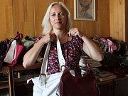 Do charitativní akce Deníku Kabelkový veletrh přispěla i Radka Procházková, která darovala některé ze svých kabelek.
