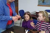 V Rodvínově se děti sešly ve výtvarné dílně při Velikonočním tvoření.