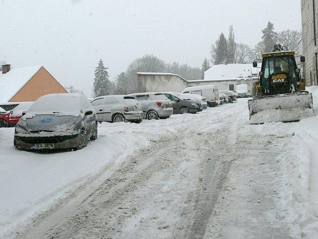 Sníh zasypal Jindřichův Hradec.