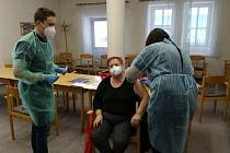 Očkování klientů v Domově s pečovatelskou službou v Třeboni.