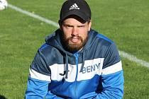Hrající kouč Dačic Jan Beneš rozhodl dvěma góly derby na půdě Nové Včelnice, jeho tým vyhrál 4:3.