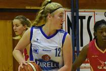 NADĚJE. Basketbalistkám U19 Chance to v lize nejde. Barbora Holubová si spravila v ligové pauze chuť, když byla nominována na reprezentační soustředění kadetek.