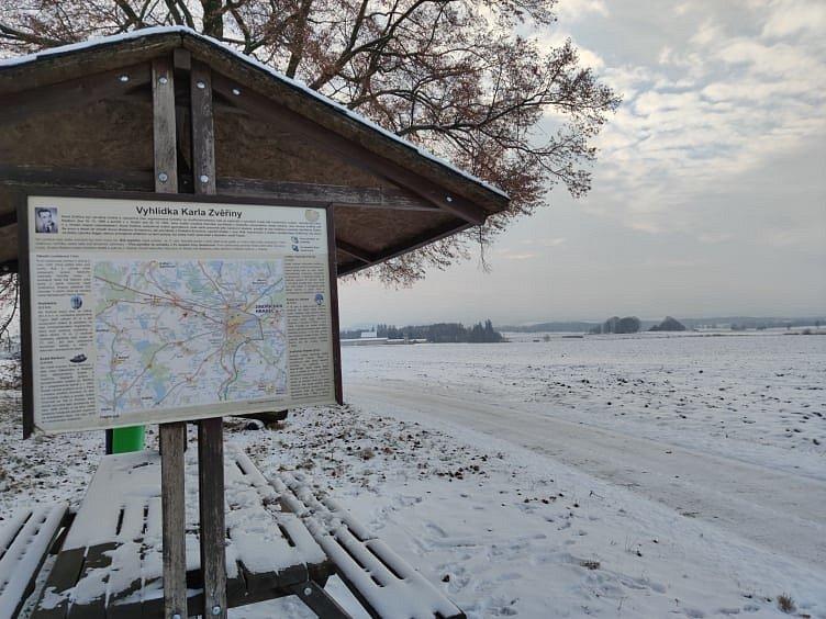 Zvěřinova vyhlídka u Jindřichova Hradce, pohled na letiště a Děbolín.