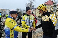 První letošní vyjížďku mají za sebou hradečtí cyklisté. Foto: Josef Böhm