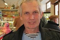 Jaroslav Cempírek: Narodil se 18. července 1951 v Jindřichově Hradci. Je pedagogem Gymnázia Vítězslava Nováka v J. Hradci.