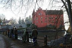 Rybáři z Deštné lovili Zámecký rybník na Červené Lhotě.