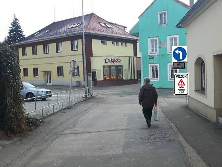 Nadcházející změny v dopravním značení v centru Jindřichova Hradce.