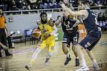 DeAndre Upchurch (vlevo) by měl být hlavní ofenzivní zbraní jindřichohradeckých basketbalistů v baráži o udržení v nejvyšší soutěži.