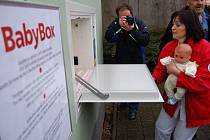 Otevření babyboxu v Jindřichově Hradci.