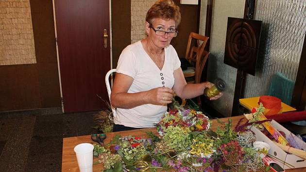 Květinové odpoledne pomáhalo už po osmnácté.