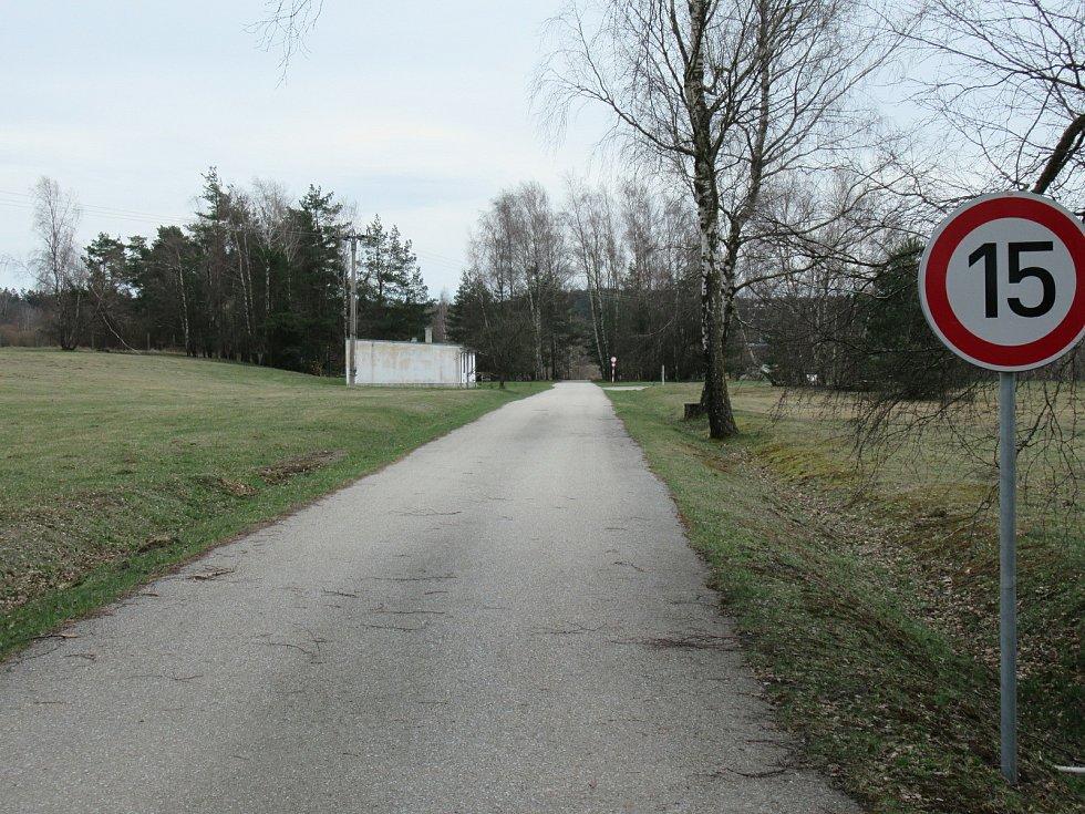 Vojenská střelnice v Lomech rozděluje obyvatele, pro zachování je i senátor Chalupský a poslanec Bartošek.
