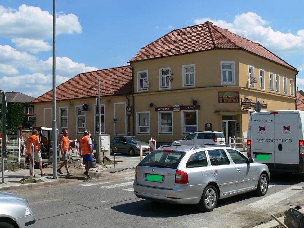 U Kůrků v J. Hradci začaly práce na rozšíření křižovatky.