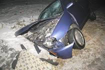 U Branné na Třeboňsku auto v noci narazilo do betonového propustku a zemřel spolujezdec.