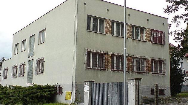 Pohled na budovu bývalé vojenské správy v Jindřichově Hradci.