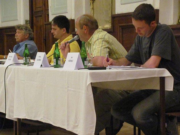 Jednání zastupitelstva v Dačicích provázela opět živá diskuze.