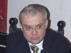 Vladimír Špidla do senátu kandidovat za Jindřichohradecko nebude. Vyměnil ho za Českokrumlovsko.