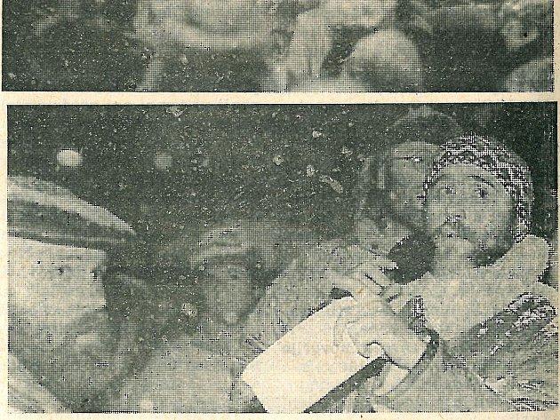 IVAN EMR (na snímku vpravo) na jindřichohradeckém náměstí v listopadu 1989 vystupoval jako mluvčí OF. Vlevo je další z hlavních aktérů Sametové revoluce u Vajgaru farář Jan Blažek.