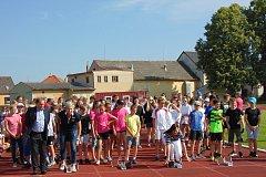 Atletické závody středních škol v Lomnici navštívila také olympionička Kateřina Neumannová.