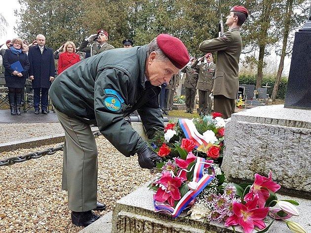 Den veteránů si připomněli na jindřichohradeckém hřbitově.