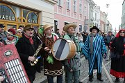 Jindřichovým Hradcem prošel tradiční průvod masopustních maškar.