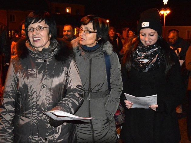 V Kardašově Řečici Česko zpívalo koledy na náměstí.