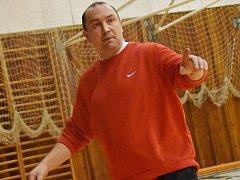 Jindřichohradecký rodák Petr Martínek je trenérem basketbalových juniorek Česka.