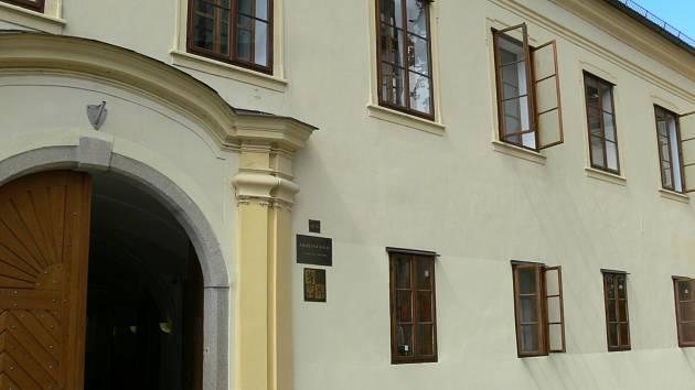Budova soudu v Klášterské ulici.