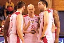 Kapitán Lions Jan Pavlík (uprostřed) ukončil profesionální kariéru.