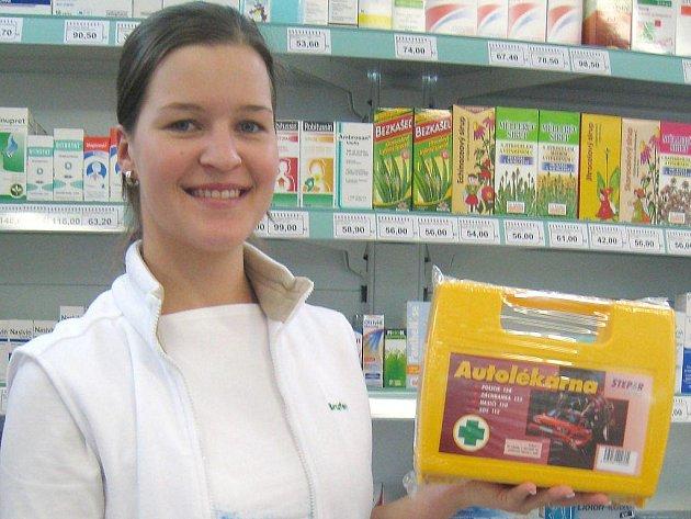 Staré autolékárničky platí do konce roku 2010, zatím se stále prodávají i v lékárně v Klášterské ulici v Jindřichově Hradci u  farmaceutické asistentky Zity Slavíkové.
