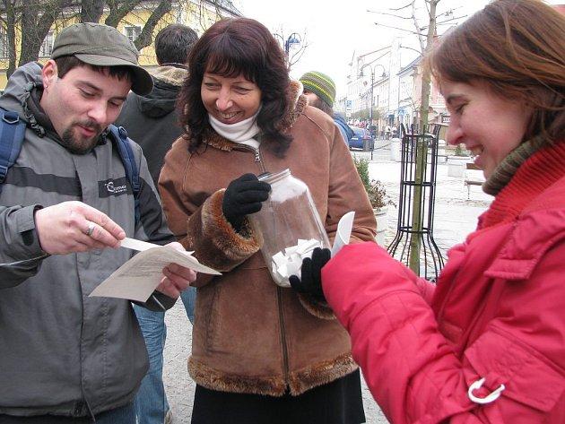 Stávka pracovníků sociálních služeb. Na snímku jsou zástupci občanského sdružení Mesada.