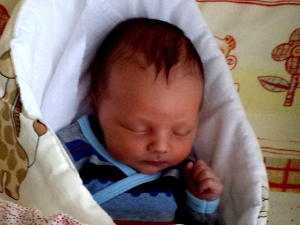 Kryštof Ošlejšek se narodil 16.prosince 2014v9 hodin a 19minut Lence a Richardovi Ošlejškovým zJarošova nad Nežárkou. Vážil 3380gramů.
