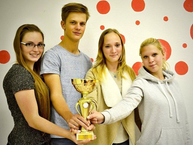 Žaneta Dědičová, Štěpán Kubů, Alena Lojdová a Kateřina Vránová zvítězili v kategorii středních zdravotnických škol v soutěži Jihočeská sestřička.