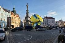 Jednomu z balónů z nich se podařilo přistát v Pražské ulici, jen kousek před letištěm.