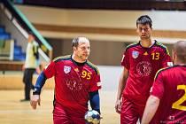 Třeboň vede v roli hrajícího kouče Jaroslav Dušek (vlevo), který v útoku spoléhá i na kanonýra Lukáše Baierlinga.