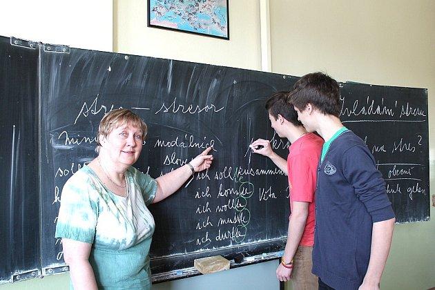 U TABULE je Jitka Vyhlídková jako doma. Než němčinu má ale raději dějepis, kdy může svým žákům vyprávět o historii a třeba i formou hry je vtáhnout do děje.
