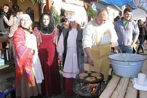 První adventní jarmark v Pluhově Žďáru se naladil do pohádky Tři oříšky pro Popelku a skutečně se vydařil.