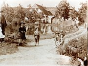 RADLICE. Dům  čp. 2 kolem roku kolem roku 1918.