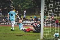 Jindřichohradeckým fotbalistům (v modrobílém) se po výhře nad Sedlčany podařilo naplno bodovat i v Hořovicích, kde zvítězili 4:1.