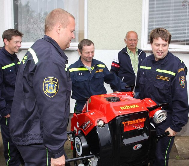 Sbor dobrovolných hasičů v Jindřichově Hradci dostal novou stříkačku.